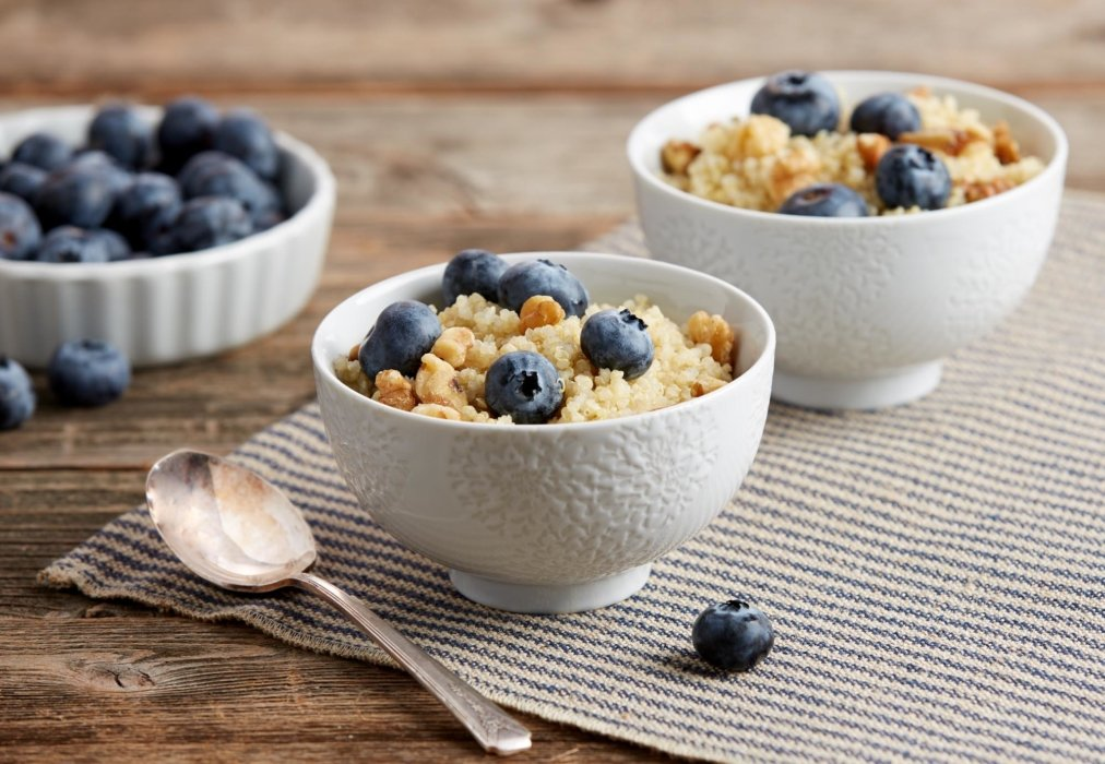 Blueberry granola breakfast