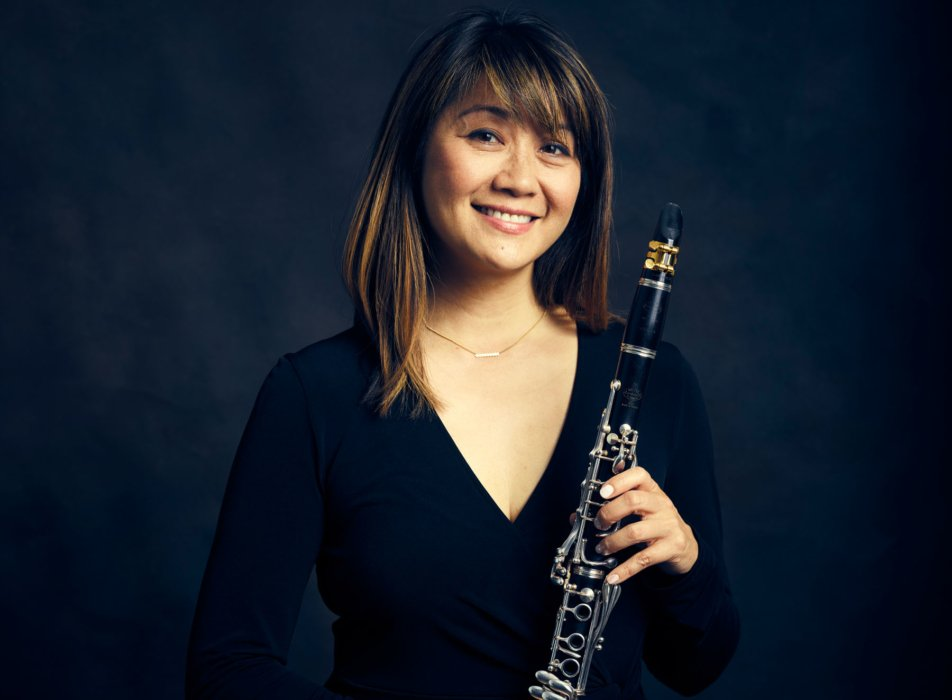 Portrait of a woman with a clarinet - concert nova