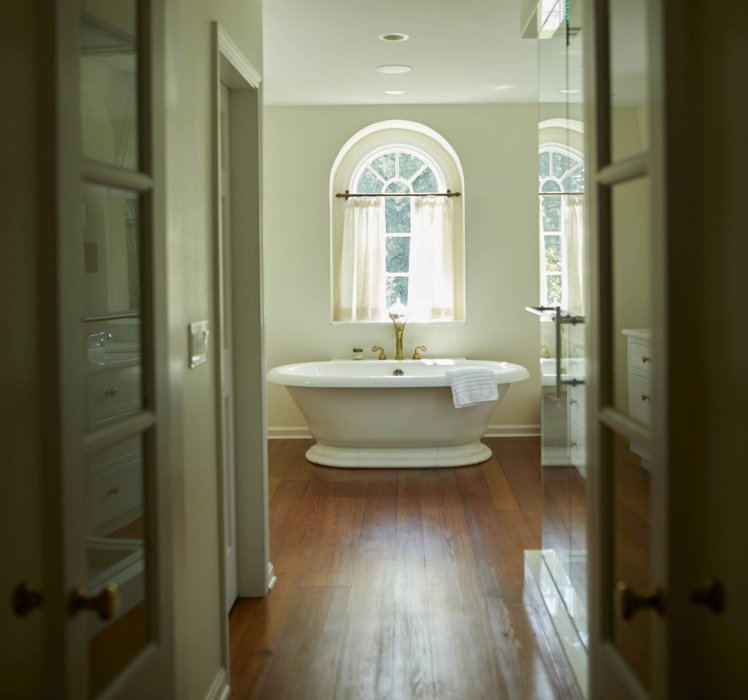 Architecture photography of a large bathroom with tub
