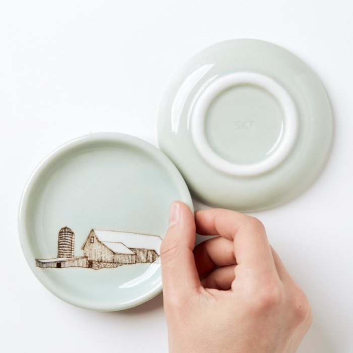SKT Ceramics Hand moving small plate with barn graphic