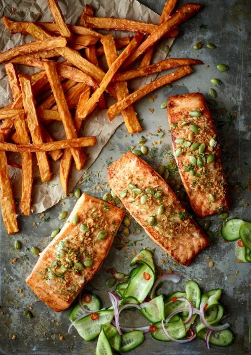 Top down salmon and sweet potato fries
