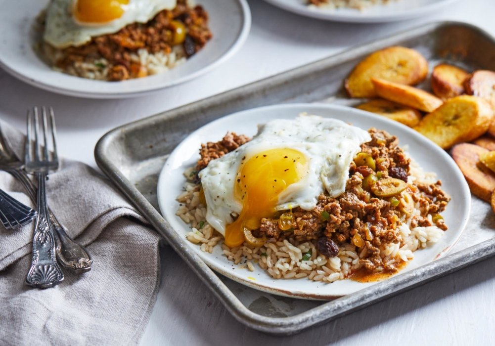 Eggs on rice and bread