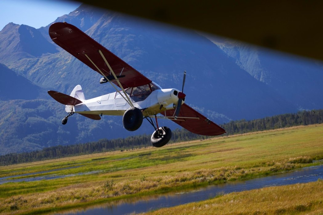 Travel photo of a plane in mountains