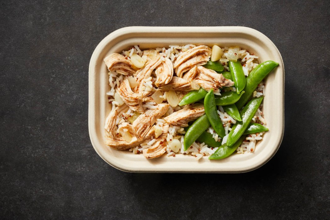 A bowl of chicken and green beans with rice