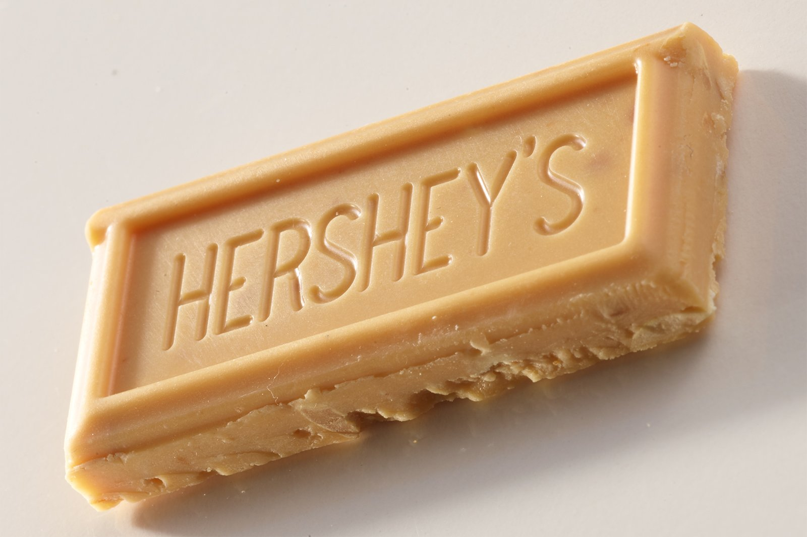 Retouching | Hershey's Pretzel Peanut Chocolate Before Image