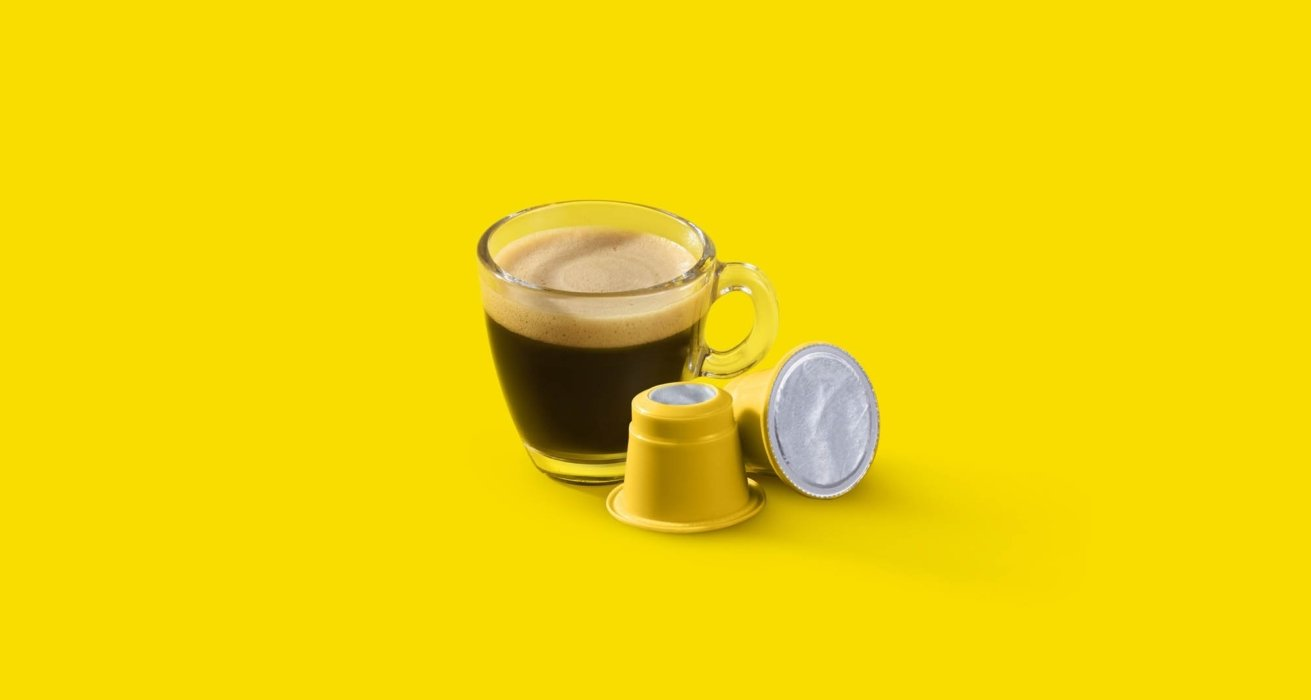 Glass espresso cup and pods
