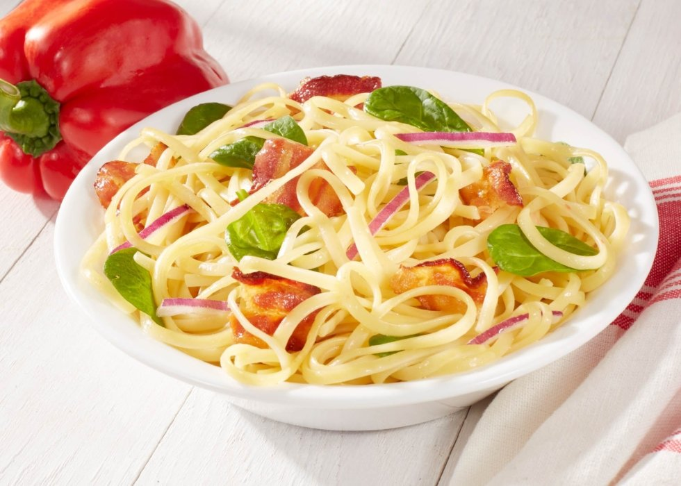 fresh food pasta with red pepper and purple slice onions