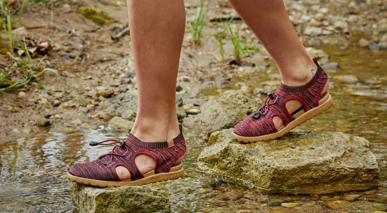 Walking sandals in a stream - marketing ecommerce